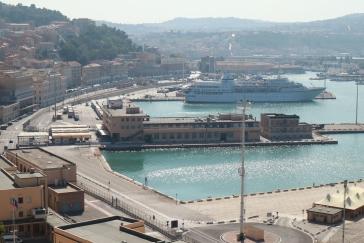 Blick hinunter auf den Hafen